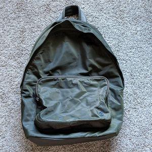 Lululemon Everywhere Backpack in Deep Green